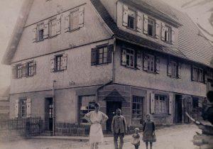Otto Klumpp, der Erste, Bildmitte, ca. 1920